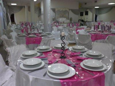 rose fushia et gris - decoration de salle